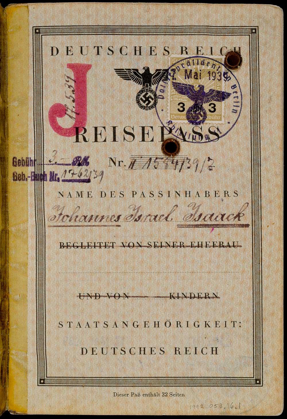Foto på pass med stämplat rött J